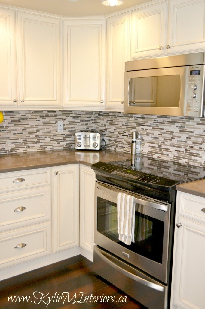 Kitchen Remodel Cream Glazed Cabinets With Mosaic Tile