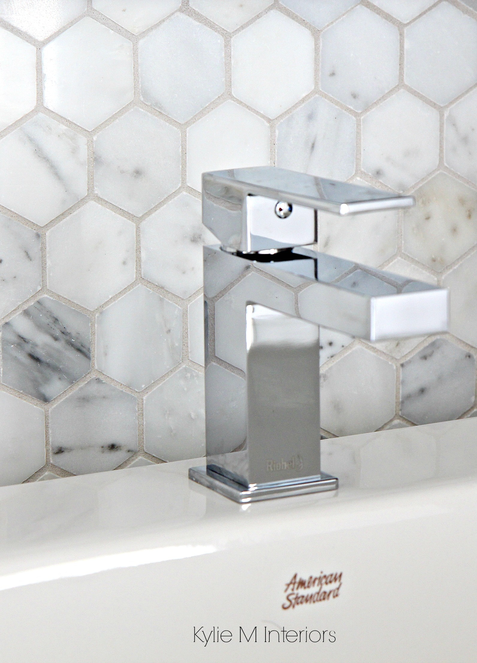 Marble hexagon pattern backsplash tile, mosaic. Shown with square ...